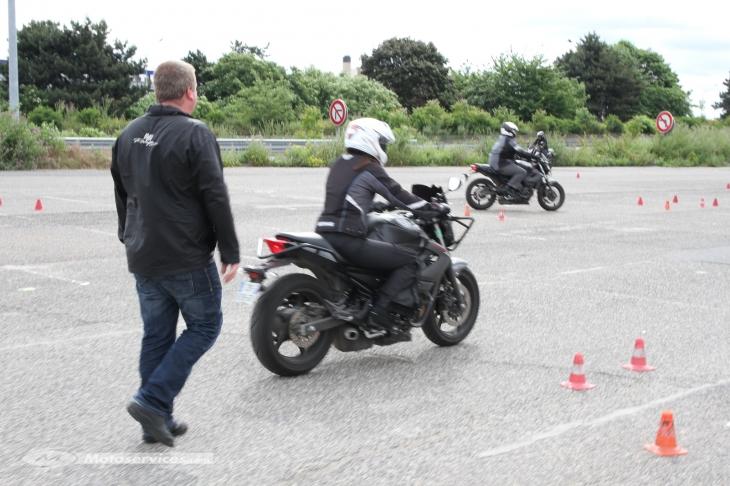 Conduire moto dangereux